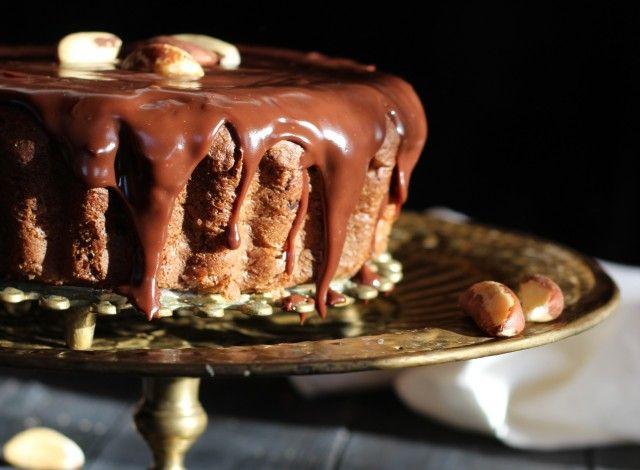 Poche sono le persone che non hanno ancora assaggiato questa rinomata ricetta di torta al cioccolato brasiliana, laBolo nega maluca. È famosa perché,, nonostante sia a base di elementi semplici come farina, uovo e cacao, si ottiene un ottimo risultato. L'origine di questo dolce risale ai tempi della schiavitù e, anche se non c'è conferma, la più ampiamente accettata è quella che sia stata preparata per la prima volta da una schiava giunta in Brasile. La donna, dopo essere stata venduta a…