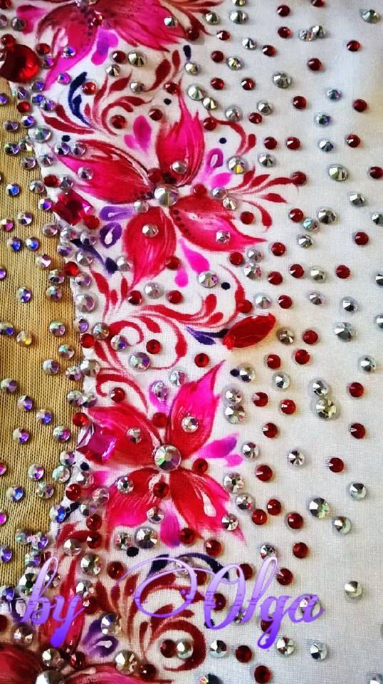 Op maat gemaakt! LET OP: Deze service duurt ongeveer 4-6 weken! Op maat gemaakte naar de HOOGSTE STANDAARD! Absolutely Stunning Skaiting jurk, ritmische Leotard of Twirling kostuum! Dikke lycra een prachtig ontwerp van crystal ss16-ss20 (MEER DAN 3000 KRISTALLEN) en heleboel naaien op steentjes. Exellent kwaliteit & Fit!  Ik moet de volgende metingen: 1) HOOGTE 2) BORST 3) TAILLE 4) HEUPEN 5) ROK LENGTE-FRONT(MEASURE FROM THE SIDE WAIST ALONG OUTSIDE OF LEG TO THE DESIRED LENGHT) 6) DE LE...