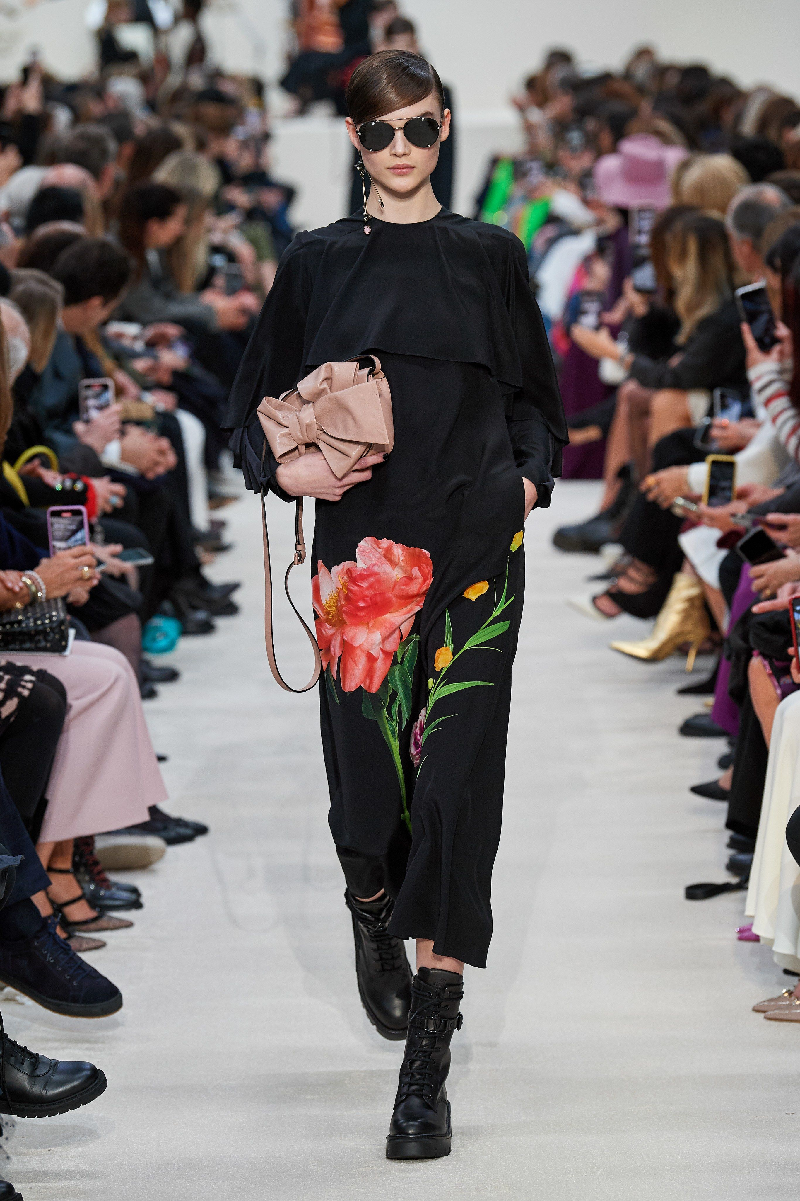 I Want That Bouquet In 2020 Fashion Fashion Photoshoot Paris Fashion Week