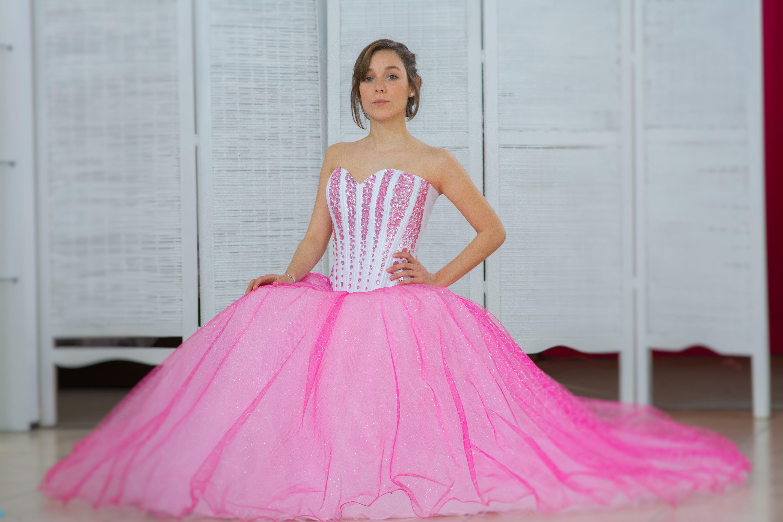 vestido de 15 años !! corset bordado en gemas fucsias combinado con ...