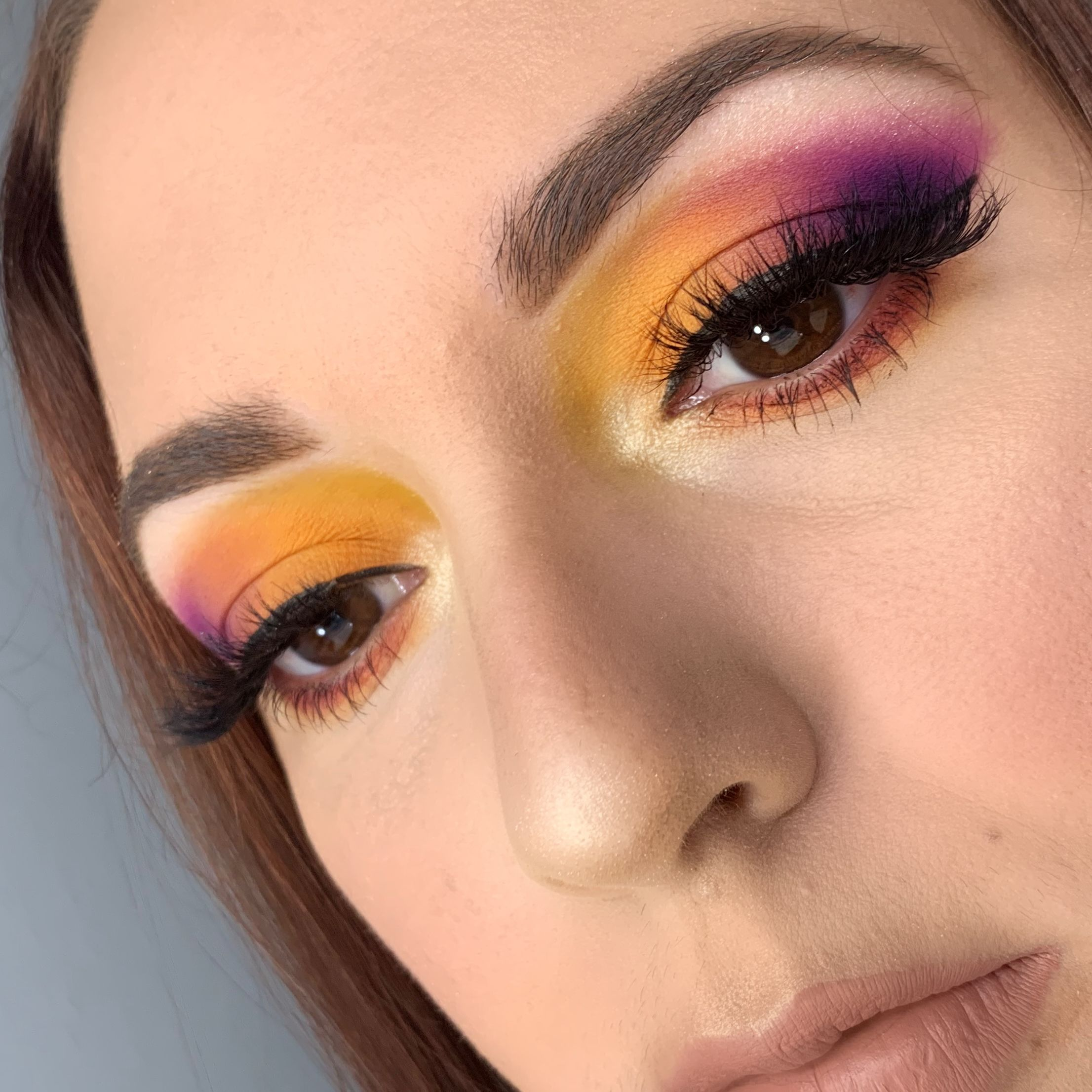 I created this tropical sus set eyeshadow look using James
