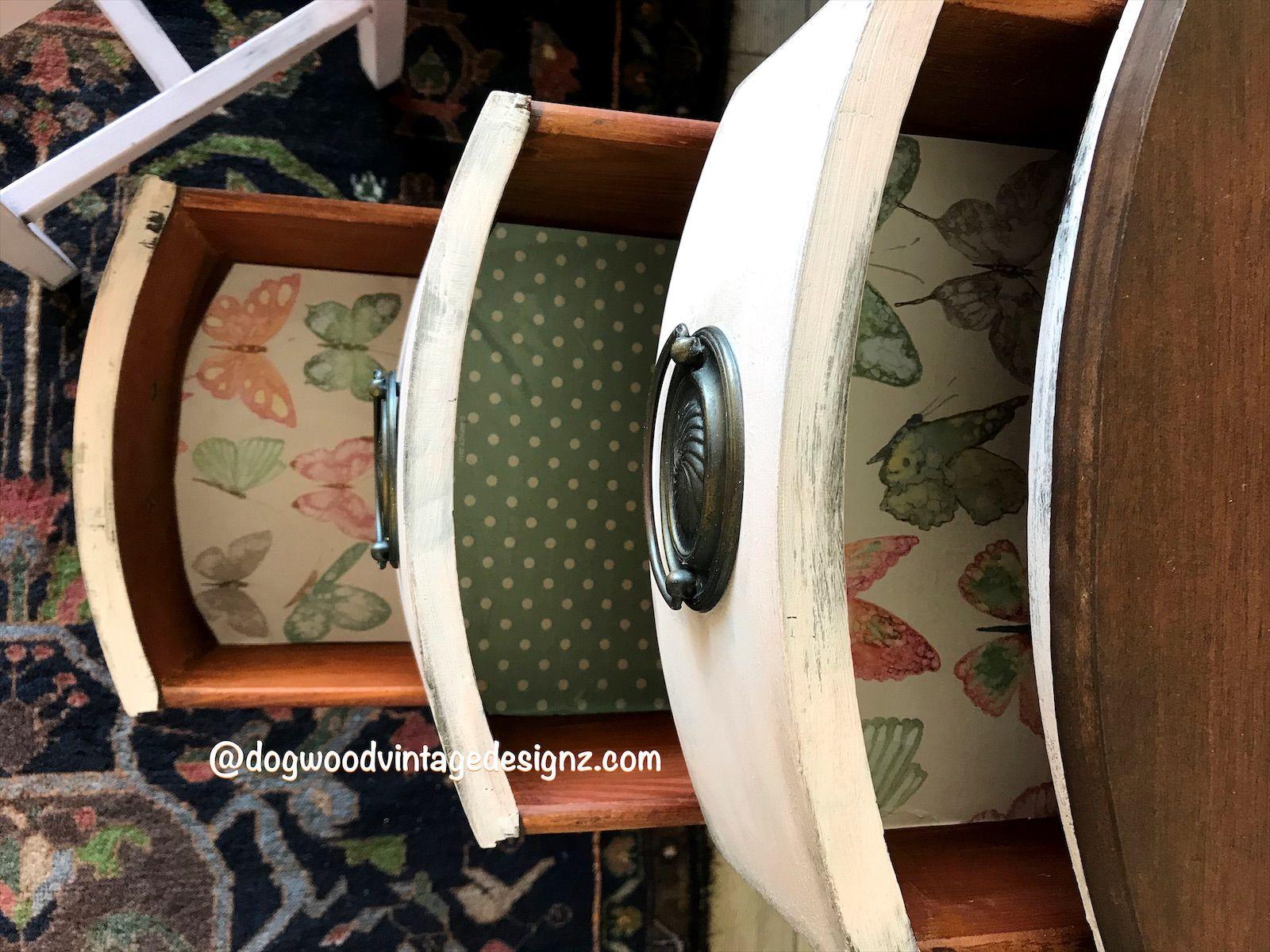 #rusticelegance #paintedfurniture #furnitureartist #bohostyle #furnitureflip #debisdesigndiary #diypaintco #vintagefurniture #interiors #design #art #handpainted #textured #upcycled #eclectichome #etsyshop #blue #turquoise #bohemian #antiquesupcycled #pink #cowgirlchic