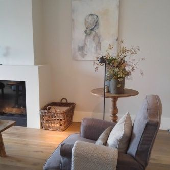 Beautiful oil painting by Dutch painter Margo Vanerkelens in gorgeous cozy country room.