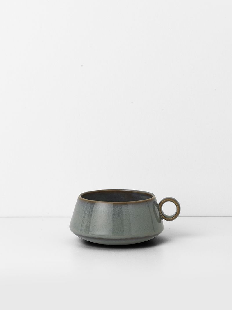The neu cup is inspired by Bauhaus classics using strictly geometric shapes.