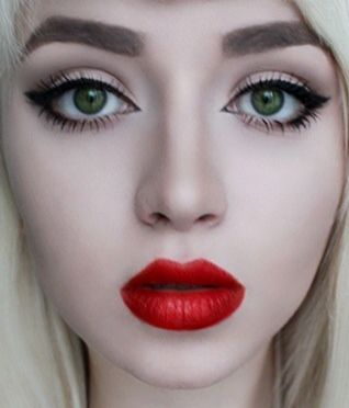 Pale Skin Bright Red Lips Green Eyes Just Like Me Pale