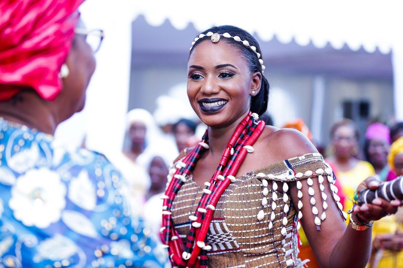 Le Mariage Traditionnel Senoufo De Yasmeen Et Mohamed Toure A Abidjan Mariage Traditionnel Mariage Robe De Mariee