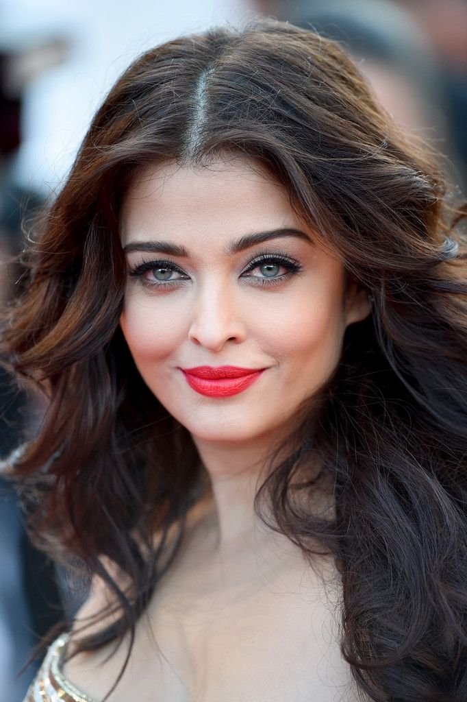 Indian Vanity Case Aishwarya Rai S Cannes 2014 Red Lipstick It Is Gorgeous Hair Most Beautiful Eyes Beauty