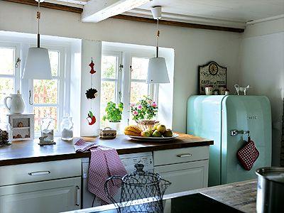 wohnen inspirationen einrichten im stilmix k che landhausstil trifft 60er jahre stil wohnen. Black Bedroom Furniture Sets. Home Design Ideas