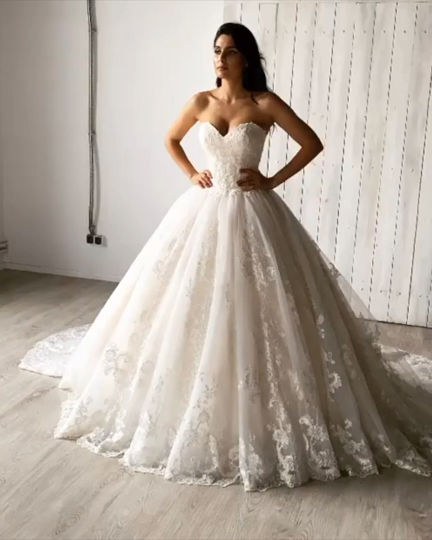 Hochzeit Videos Wedding Gorgeous Embroidered White Lace Strapless S Lace Princess Wedding Dresses Wedding Dresses Princess Sweetheart Princess Wedding Dresses [ 1080 x 864 Pixel ]