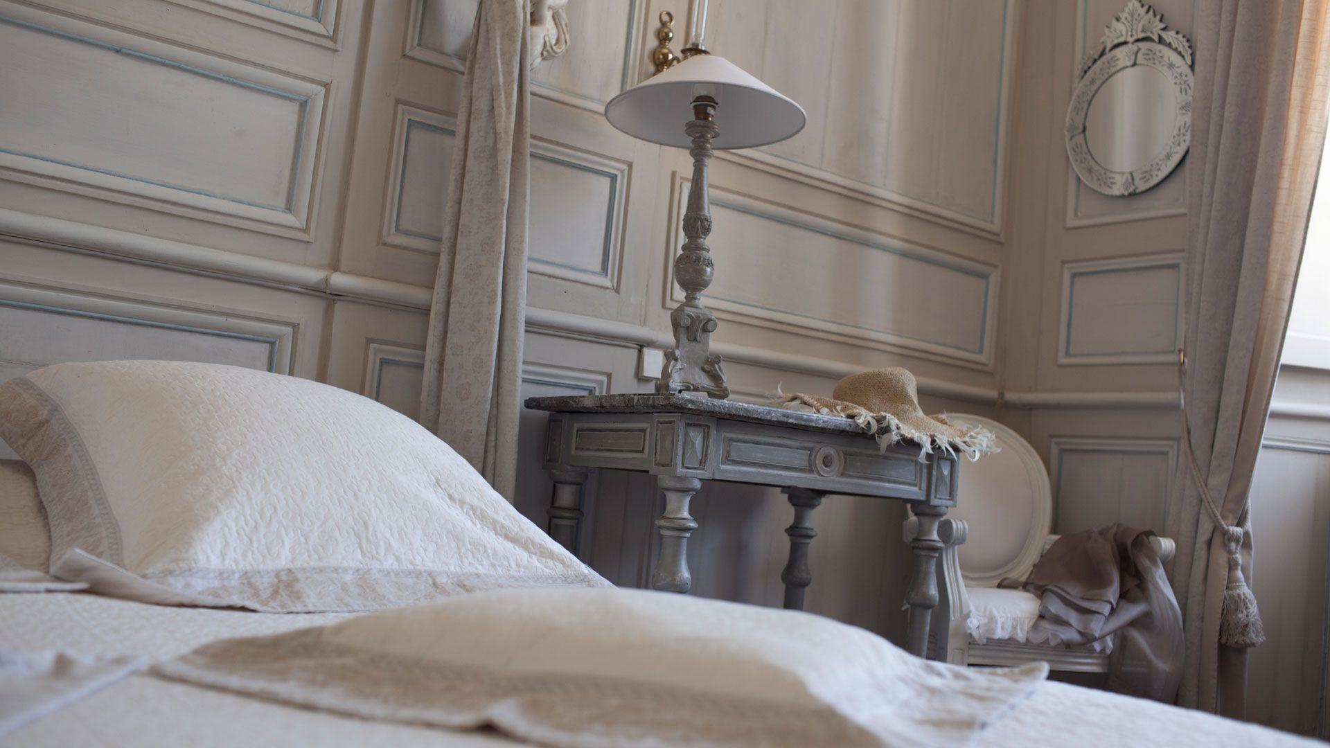 Luxueuse chambre romantique située au premier étage du ch¢teau