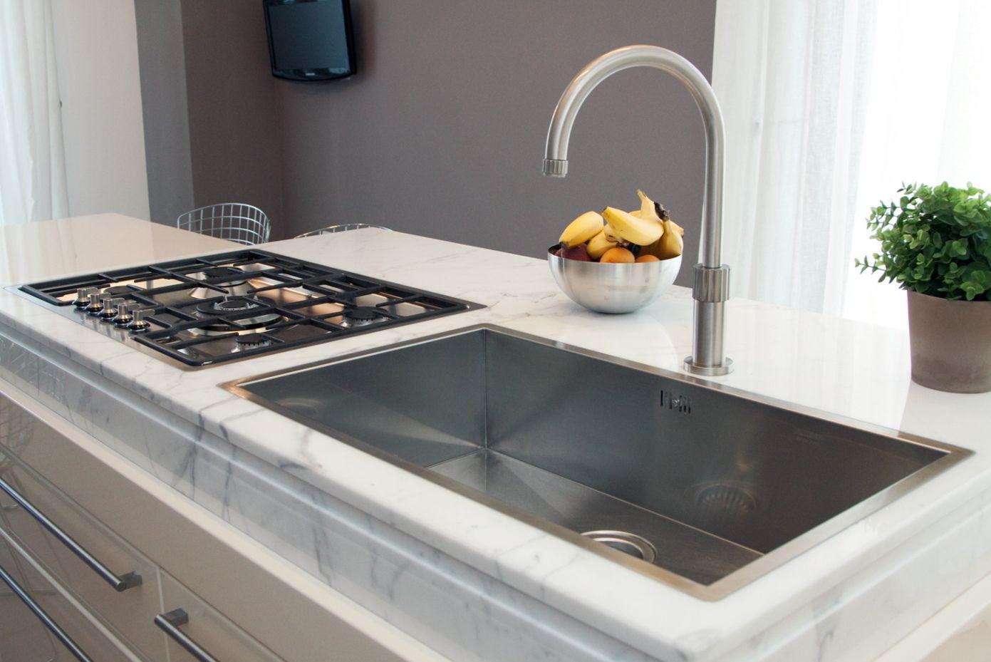 Piano #cucina in #marmo #biancocarrara #marble #whitecarrara ...