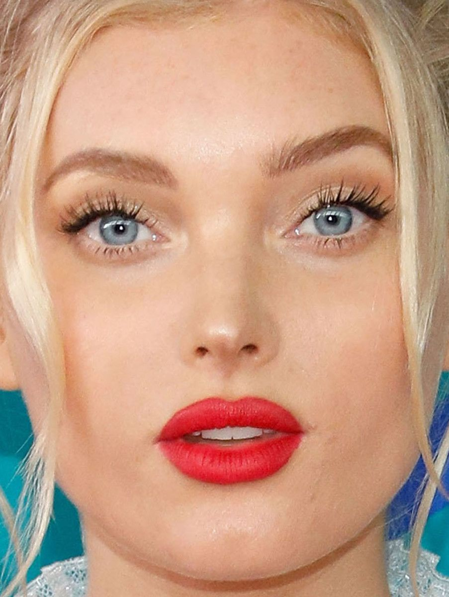 Cfda awards 2017 the best celebrity beauty looks on the red close up of elsa hosk at the 2017 cfda fashion awards baditri Image collections