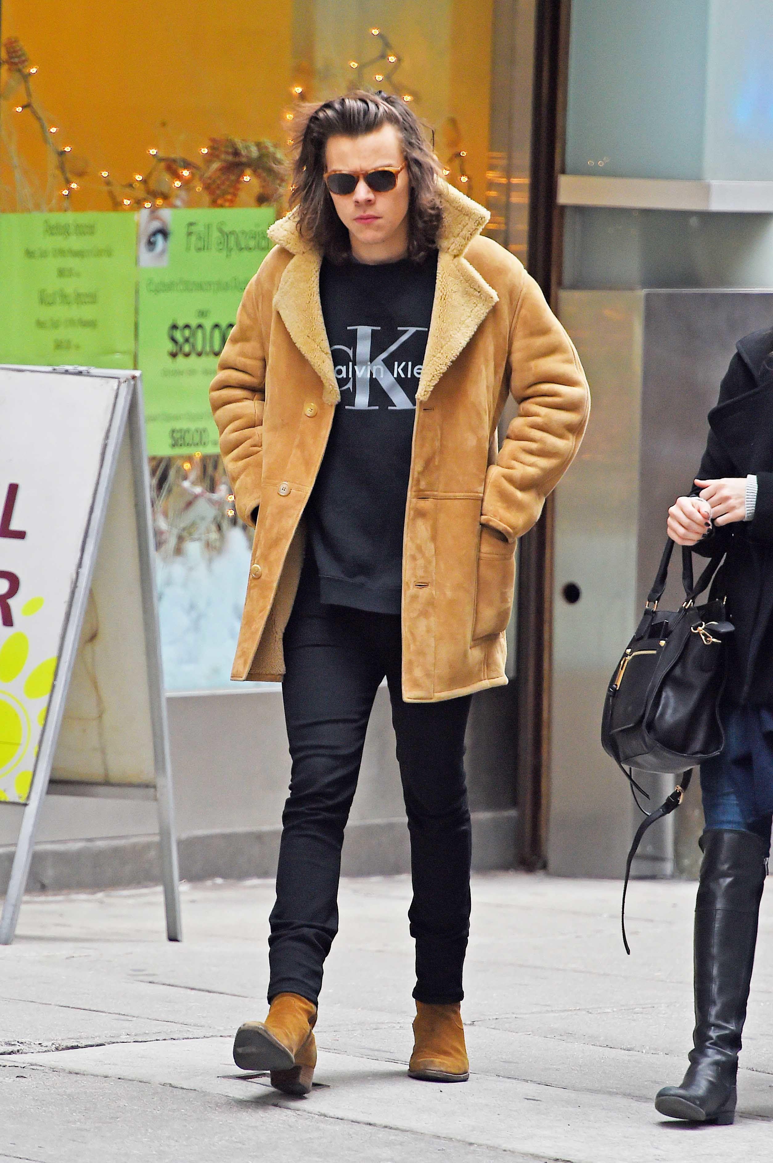 b9fd739d Harry Styles' Boots — One Direction Saint Laurent Chelsea Boots | Teen Vogue