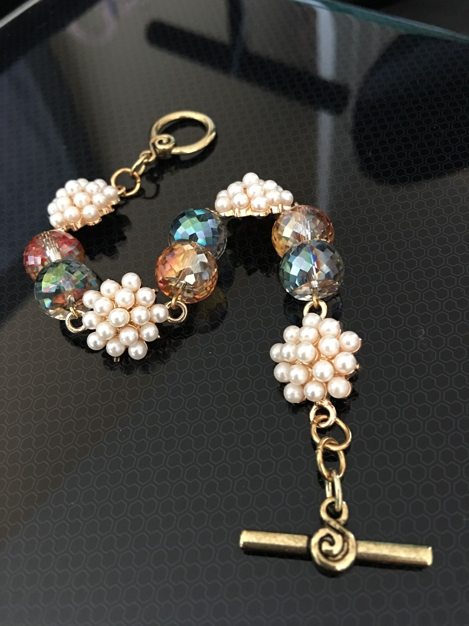 adff478cf553 The sophisticated pearl cluster bracelet
