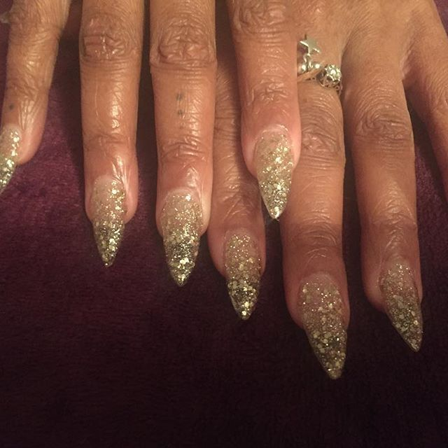 Girl time doing sisters nails xx #nails #stilettonails #sheergold #glitternails #girlytime