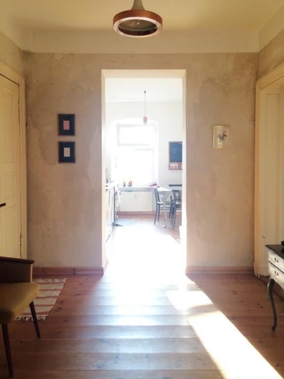 Sonnendurchfluteter Flur Mit Blick In Die Kuche Einer Berliner Wg Wg Zimmer In Berlin Kreuzberg Berlin Wgzimmer Flatshare Shar Wg Zimmer Wohnung Wohnen
