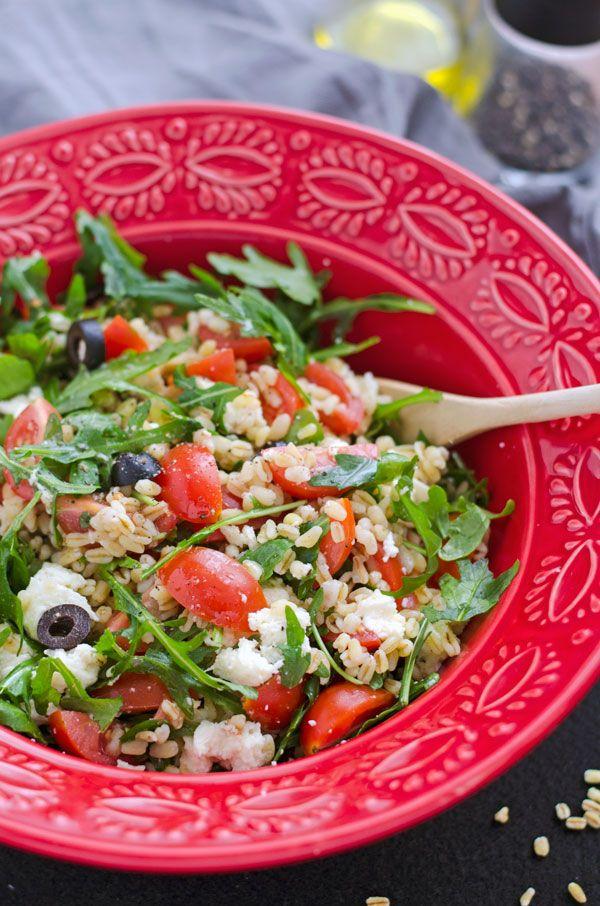 Zartweizensalat mit Rucola, Tomaten, Oliven und Mozzarella