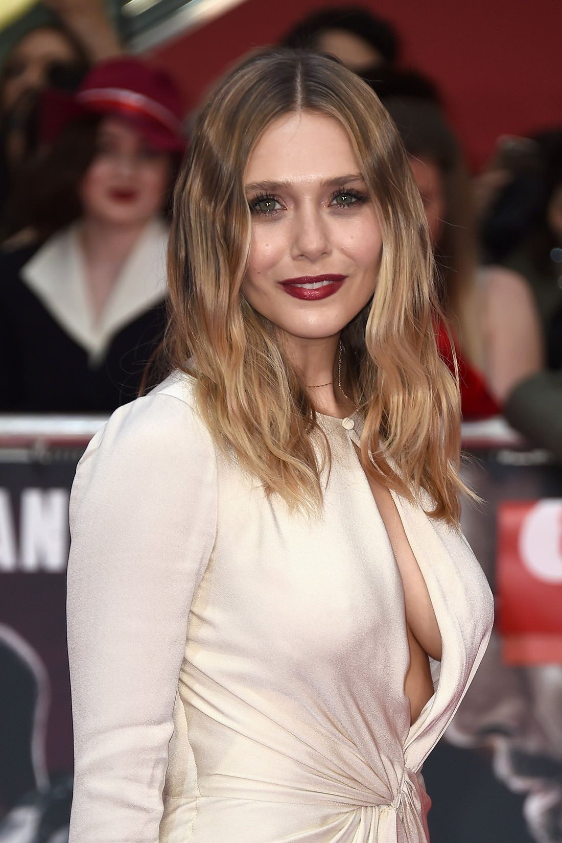 Sideboobs Celebrity Elizabeth Olsen naked photo 2017