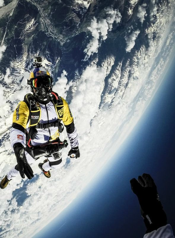 An Absolutely Cinematic Freefall From 33,000 Feet