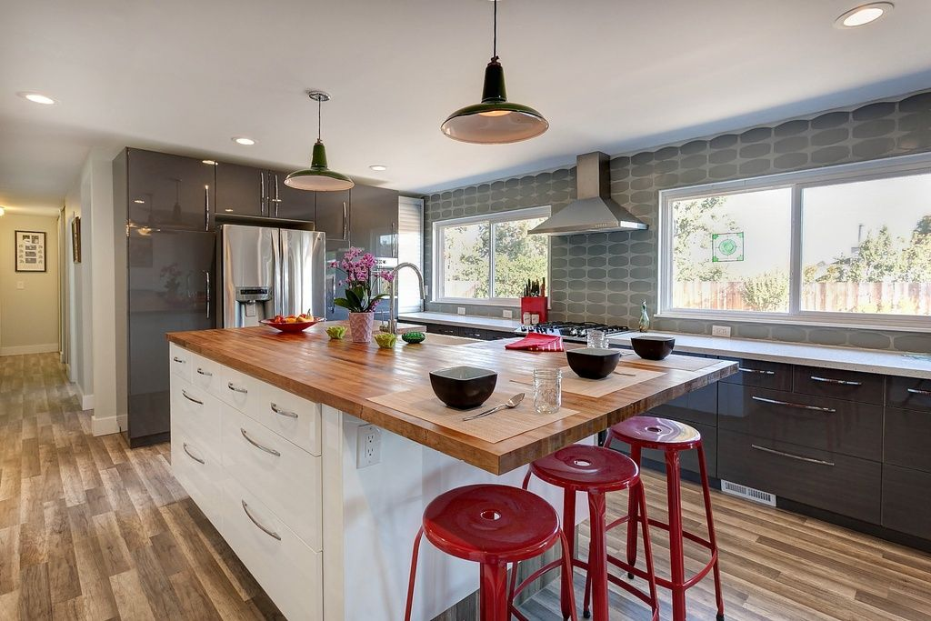 Great Contemporary Kitchen With Hardwood Floors Breakfast Bar In Concord Ca Contemporary Kitchen Kitchen Cabinet Design Farmhouse Sink
