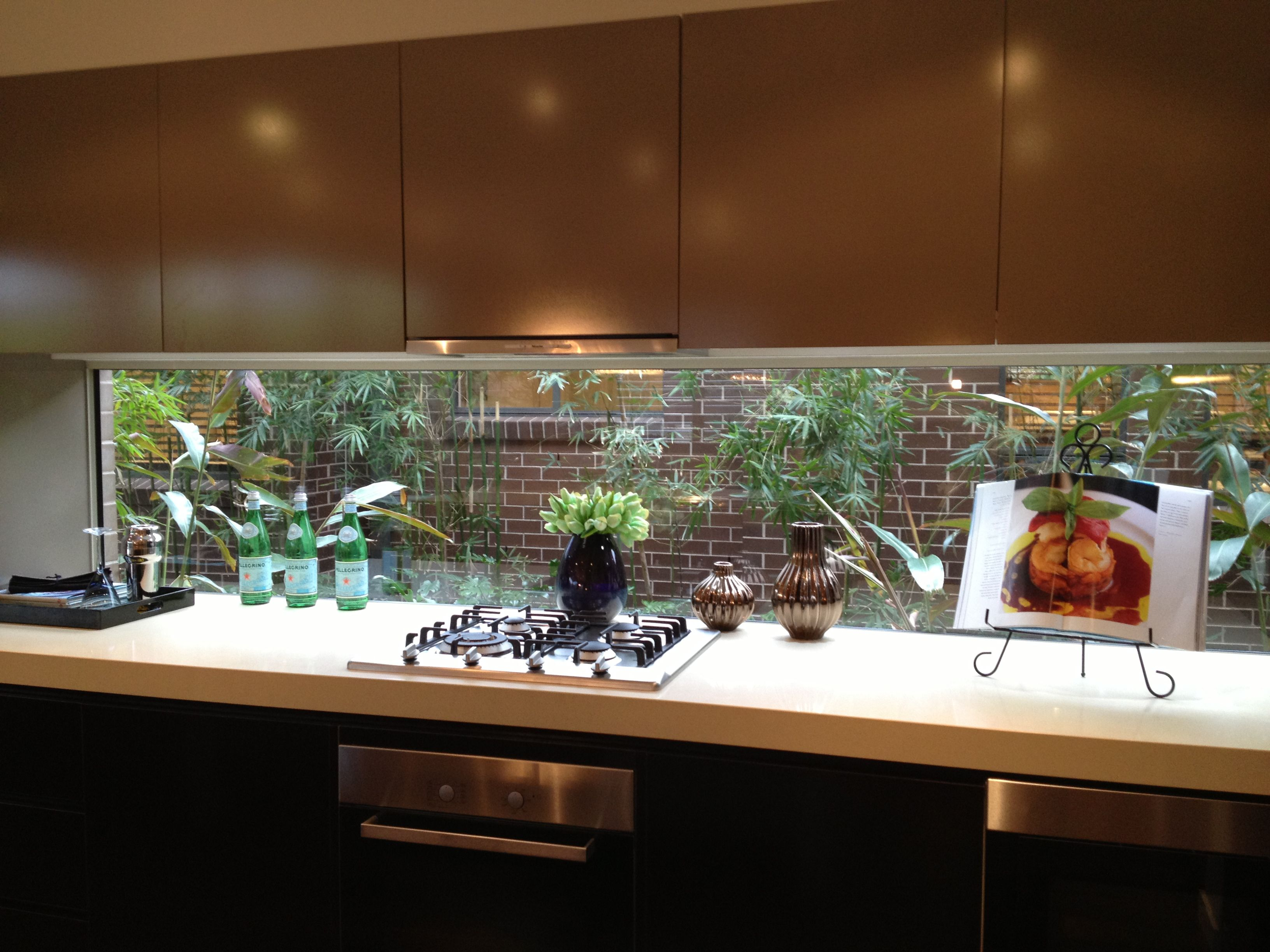 Window in the kitchen cheaper than a splashback maybe for Cheap kitchen splashback ideas