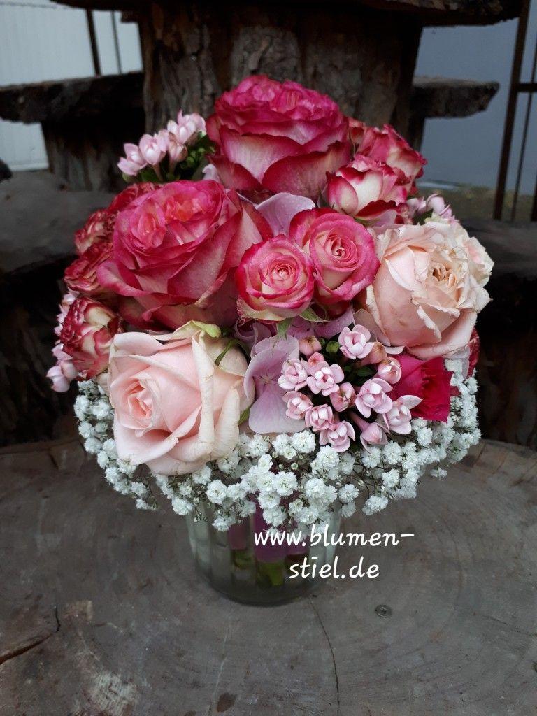 Brautstrauss In Der Farbharmonie Von Creme Rosa Altrosa Pink Mit Rosen Strauchrosen Hortensie Bouvardien Brautstrauss Hochzeitsblumen Brautstrauss Altrosa
