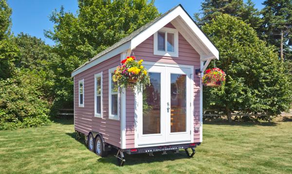es gibt h user die klein sch n und gem tlich sind und dann gibt es poco pink wohnen. Black Bedroom Furniture Sets. Home Design Ideas