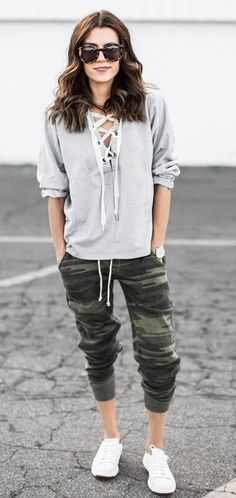 Women Outfits With Jogger Pants Thelatestfashiontrends Com Airplane Outfits Sweatshirt Dress Outfit Fashion