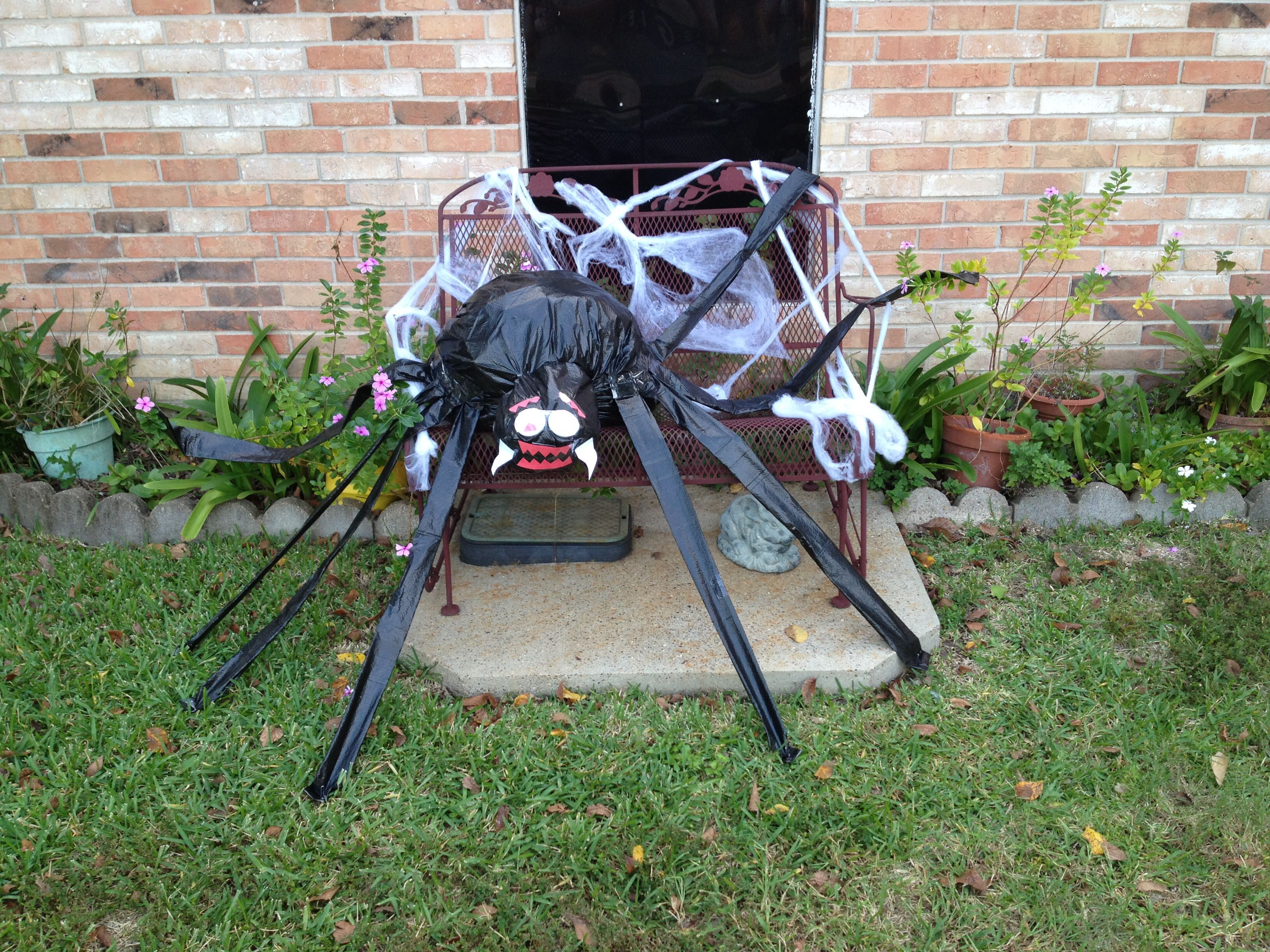 trash bag spider. halloween yard decoration. | halloween decorations