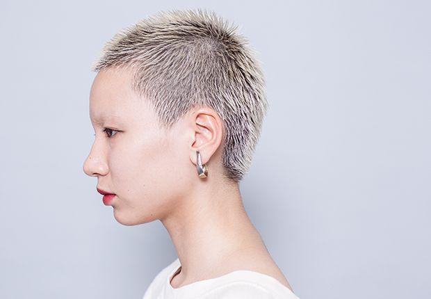 ボウズショート Vshort Haircatalog Jp ヘアカタログ Jp つぎのわたし選び 女性 坊主 個性的 ヘア 個性的 髪型