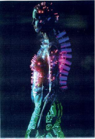 Galactically glam- Uso de materiales y color. Alexander Mcqueen for Givenchy FW 1999. Tomada de http://intothegloss.com