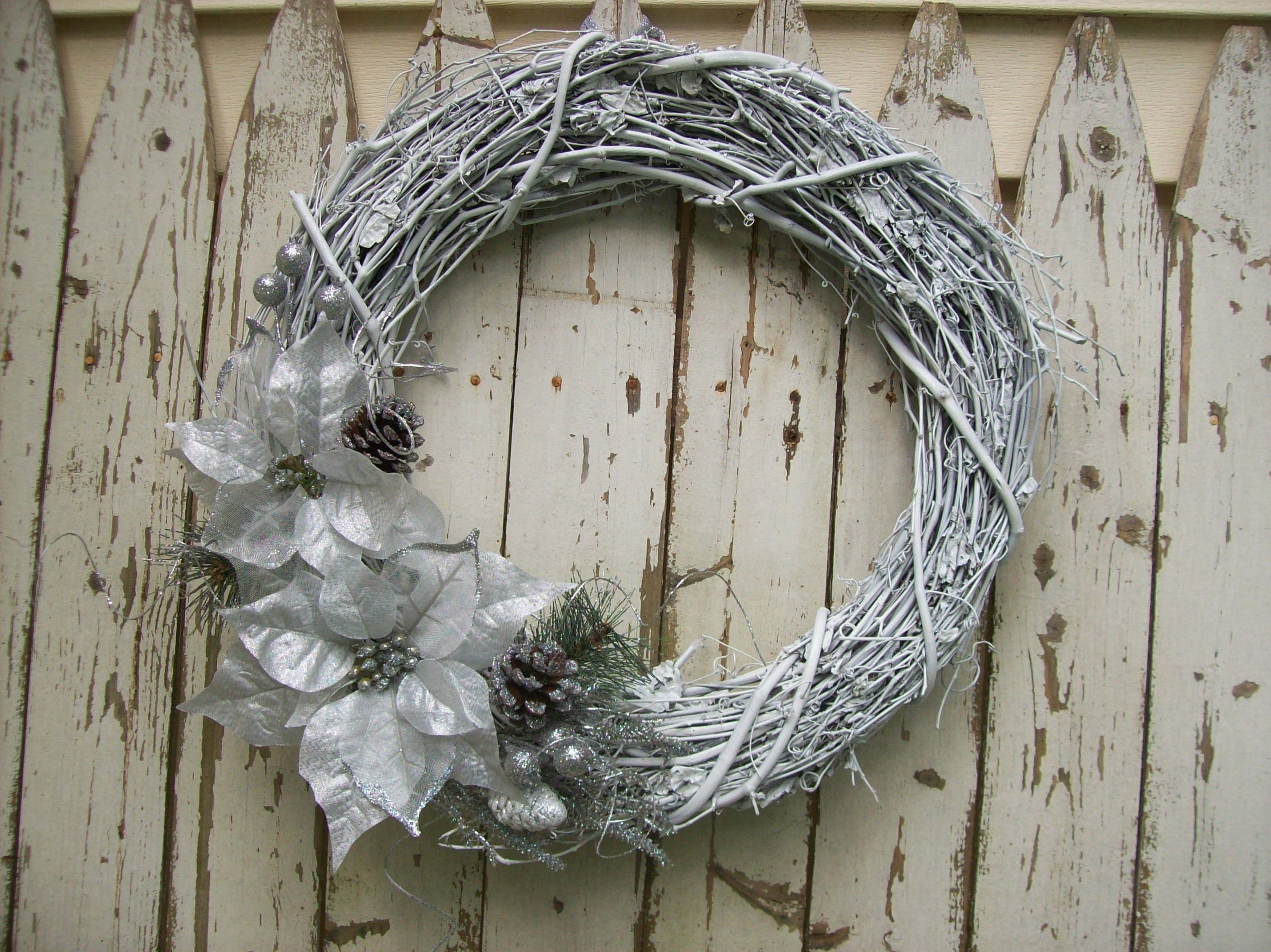Elegant Silver And White Christmas Wreath White Christmas Wreath Silver Christmas Xmas Wreaths