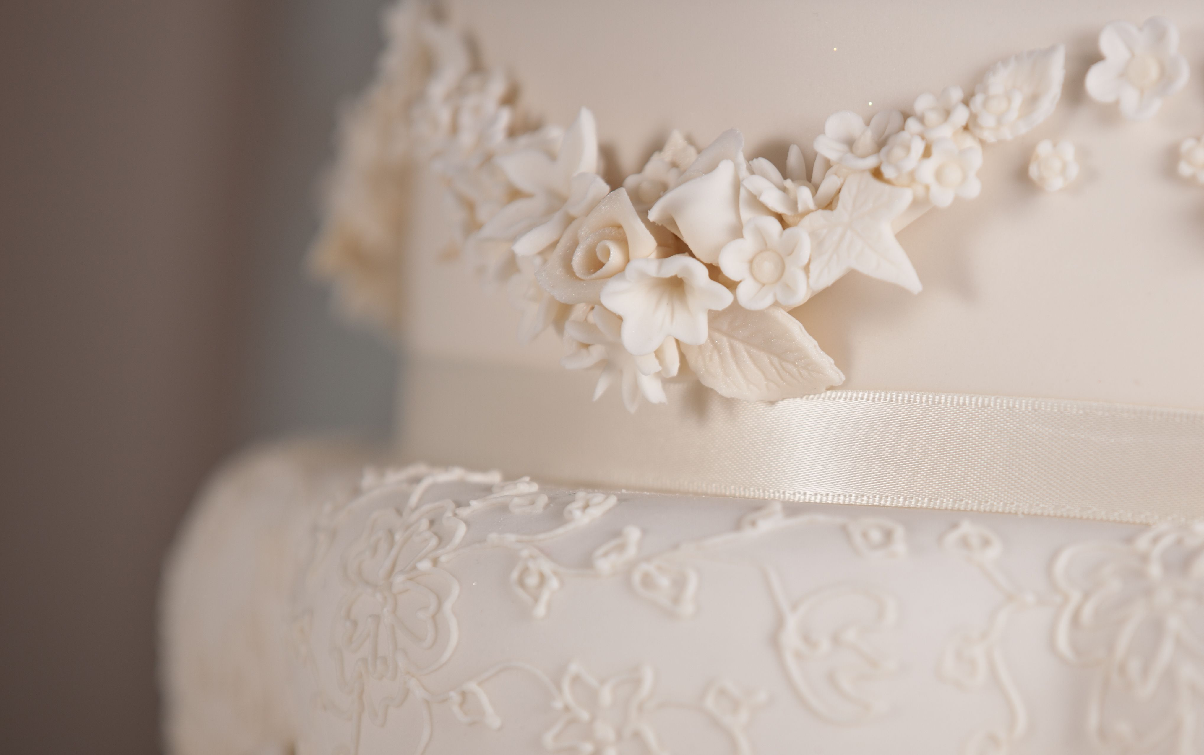 The regal wedding cake onacairnsourproducts
