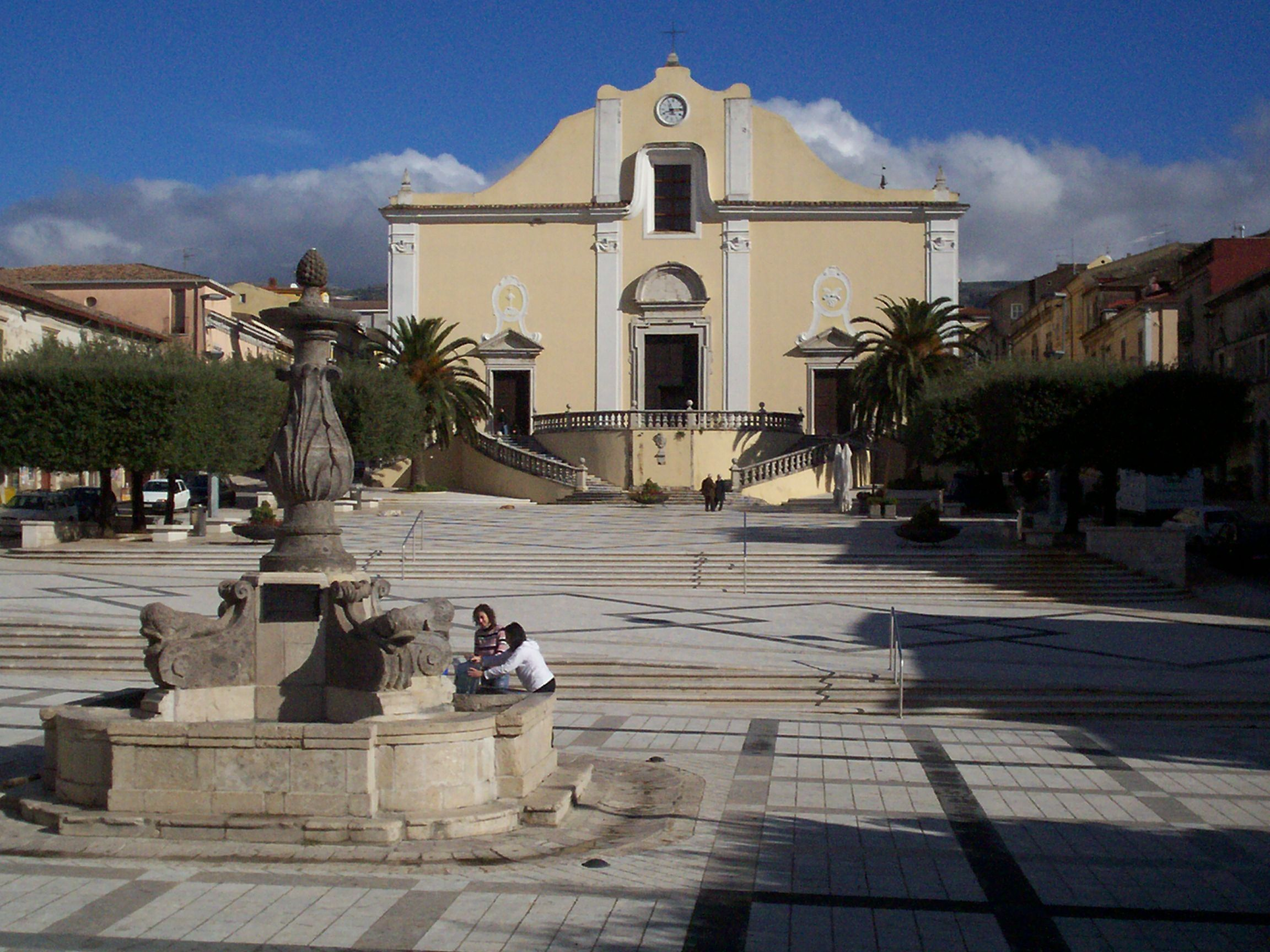 Piazza_San_Martino_-_Cerreto_Sannita.JPG (2304×1728)
