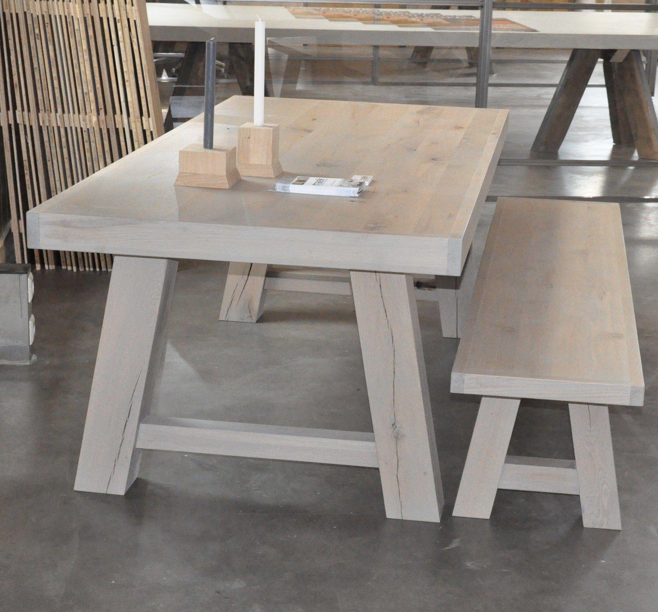 Grove eiken tafel met bijpassend bankje van maek meubels for Eiken design tafel