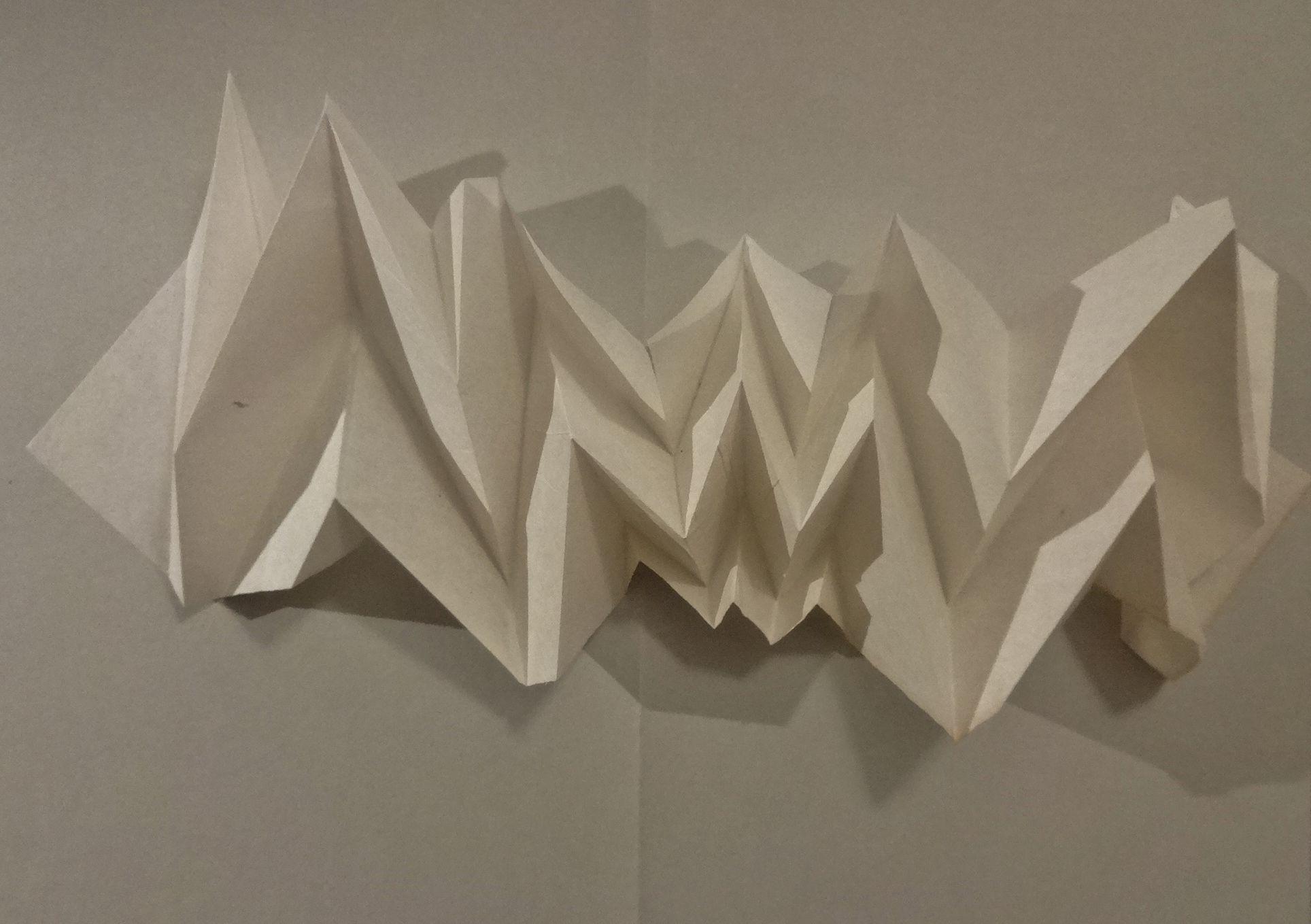 Faltungen aus einem Stück Papier. Frei gestaltet - kein Origami!