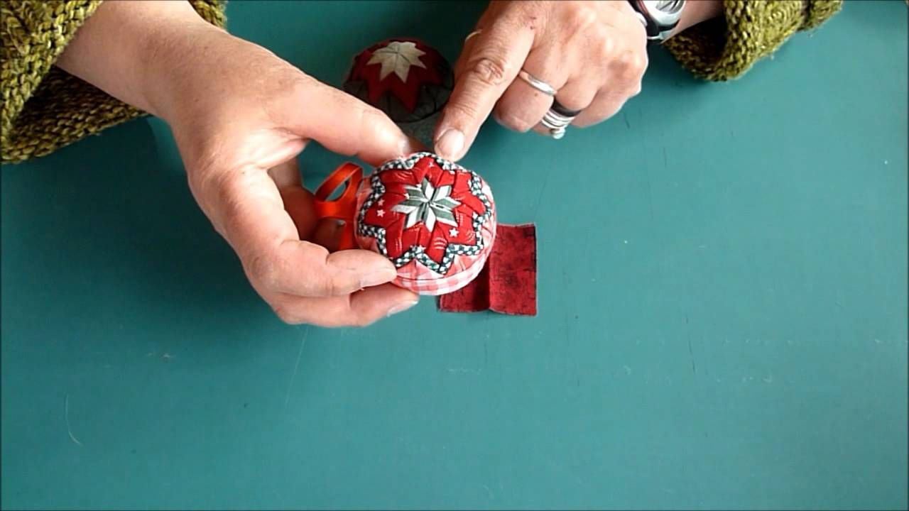 Folded fabric christmas ornaments patterns - Fabric Folded Christmas Ornament Via Youtube
