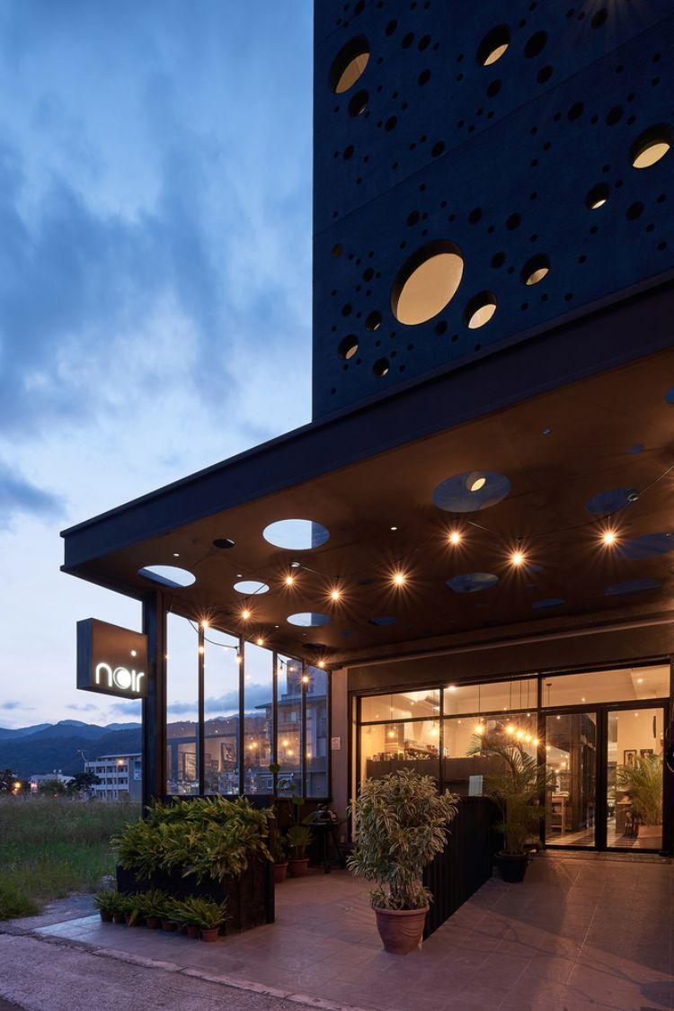 Bezaubernd Hausfassade Modern Dekoration Von Schwarze Fassade Gestalten Onyx Lit Taiwan Minimalistisch
