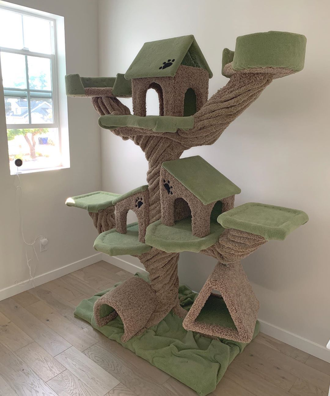 Just Delivered Custom Made 7ft Cat Tree Catlovers Cattrees Catsandcarpet Cathedralcity Palmsprings Laquinta Ranchomirag Cat Tree Cat S Cat Lovers
