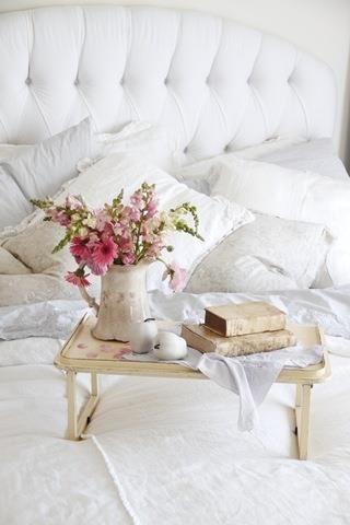 :café e leitura na cama: