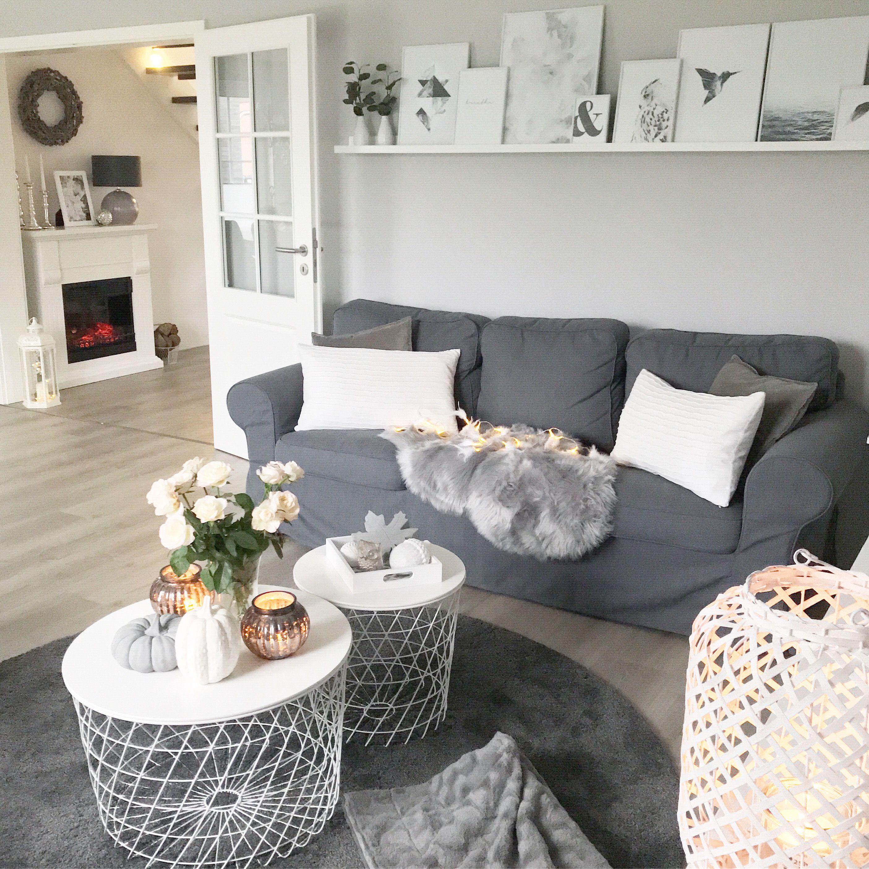 Instagram: wohn.emotion Landhaus Wohnzimmer modern grau weiß