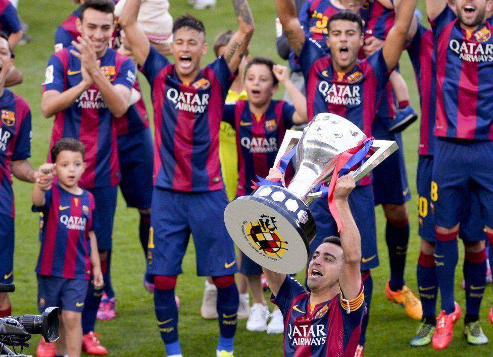 جام قهرمانی لالیگا بر فراز دستان ژاوی(عکس) La liga