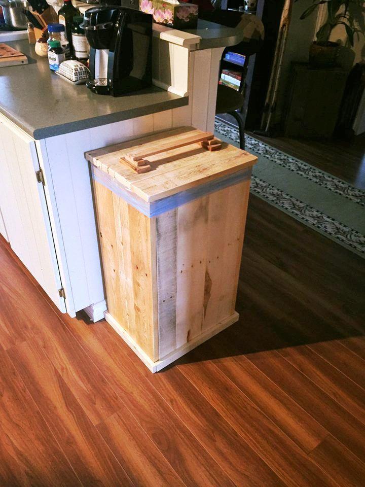 DIY Wood Pallet Trash Bin   101 Pallet Ideas