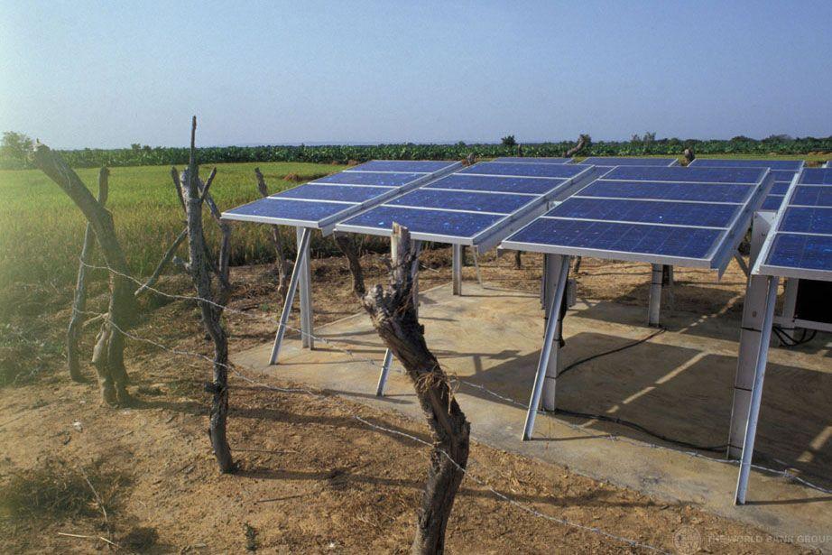 Solar energy panels in Mali. Photo World Bank/Curt