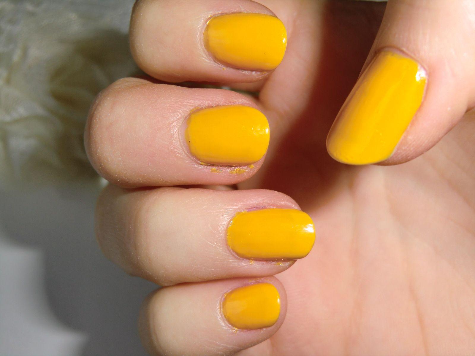 Amazing yellow- Maybelline 749 Electric yellow