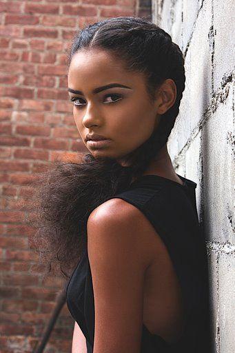 Ebony μαύρη ομορφιά