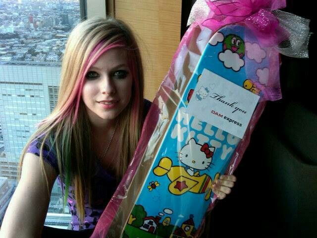 0d7a9deb4 Discover ideas about American Music Awards. Avril Lavigne and Hello Kitty  Skateboard
