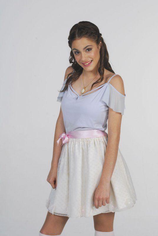 Violetta La Protagonista De La Serie Más Exitosa De Disney Channel Ropa De Violetta Atuendo Ropa Linda Para Niñas