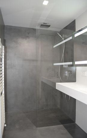Baño Principal Vivienda. Revestimiento Paredes Y Suelo Microcemento Blanco  Y Gris. Lavabo Un Seno