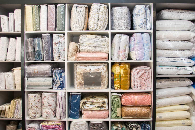 أفضل طريقة لتخزين المفارش و البطانيات Storage Bed Home Decor Decor